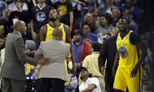 Durant bị đuổi sớm khiến Warriors nhận trận thua thứ ba liên tiếp trên sân nhà.