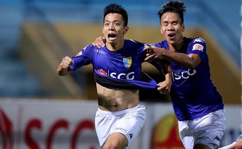 Văn Quyết mới từ chối lời mời sang Thái Lan và Malaysia thi đấu để ở lại phục vụ CLB Hà Nội.