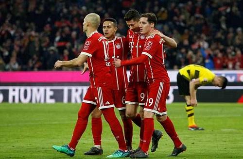 Dortmund sụp đổ chóng vánh trước sức mạnh của đương vô địch. Ảnh: Reuters.