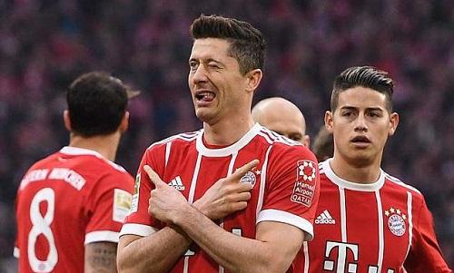 Lewandowski mừng bàn thắng vào lưới đội bóng cũ. Ảnh: Reuters.