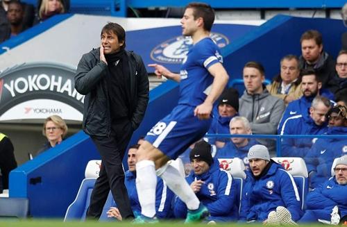 Conte tiếc nuối khi đội nhà để thua Tottenham. Ảnh: PA.