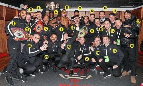 Toàn bộ thành viên của đội Joshua khi đấu Parker hôm 31/3. Ảnh: Sports Mail.