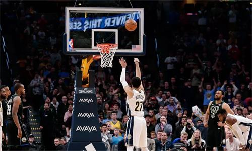 Jamal Murray bình tĩnh ném thành công ba quả phạt, giúp Nuggets lật ngược thế cờ. Ảnh: USA Today.