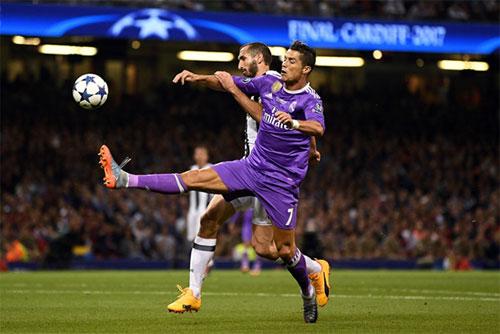 Chiellini muốn có may mắn khi đối đầu Real và Ronaldo. Ảnh: Reuters