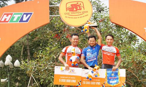 Ba tay đua của TP HCM giành ba vị trí cao nhất của chặng thi đấu thứ sáu. Ảnh: Văn Thuận.