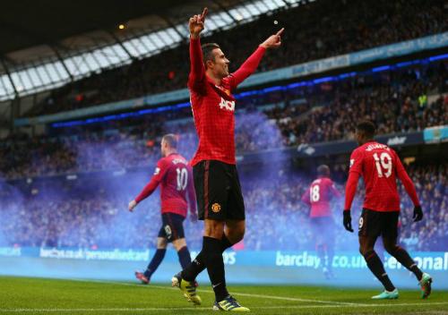 Van Persie ghi bàn giúp Man Utd chiến thắng tại Etihad năm 2012. Ảnh:AFP.