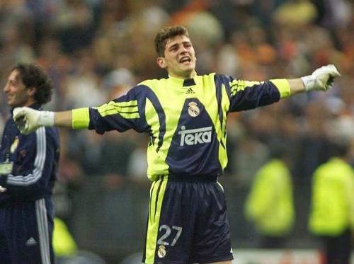 Casillas trong trận chung kết Champions League 2000. Ảnh:AFP.