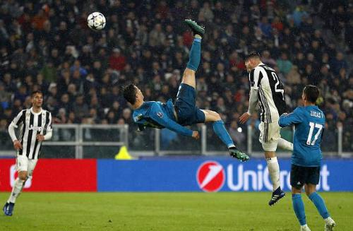 Pha tung người dứt điểm của Ronaldo. Ảnh:AFP.