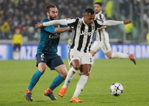 Carvajal (áo xanh) luôn chơi tốt khi vào sân tại Champions League. Ảnh: Reuters
