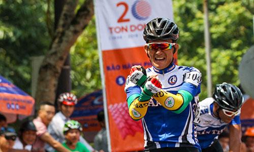 Tận dụng các tay đua mạnh kèn cựu nhau, hai tay đua Cần Thơ thoải mái về đích giành giải thưởng chặng. Ảnh: Văn Thuận.