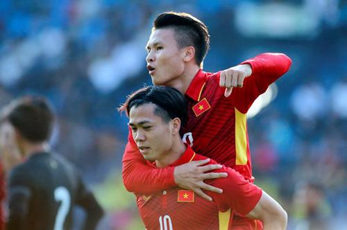 Quang Hải và Công Phượng phải gạt bỏ tình đồng đội ở đội tuyển để chiến đấu vớinhau.