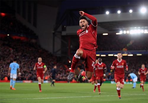 Chamberlain giúp Liverpool đặt một chân vào bán kết Champions League. Ảnh: Reuters