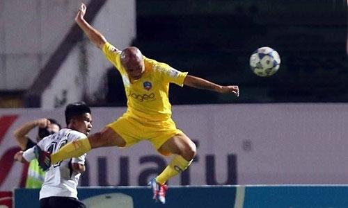 Khi còn thi đấu, trung vệ Cao Xuân Thắng nổi tiếng chơi quyết liệt, không ngại va chạm nhưng anh rất ít phạm lỗi với đối thủ. Ảnh: Đức Đồng.