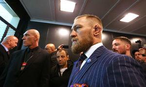 McGregor đập phá xe bus UFC, bị bắt giam tại New York