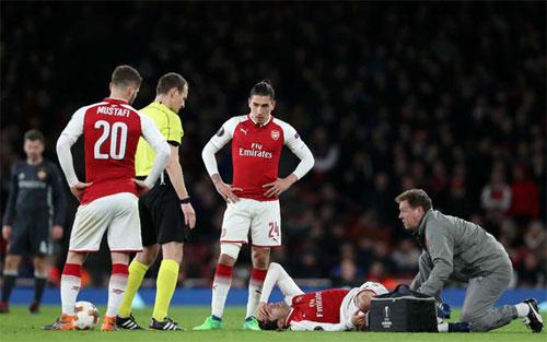 Arsenal trả giá cho trận thắng ở Europa League