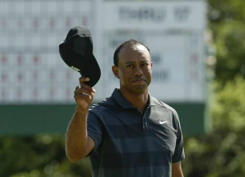 Tiger Woods có thói quen bắt nhịp chậm ở Augusta, địa điểm khó bậc nhất PGA Tour. Đây là lần đầu Siêu Hổ chơi tại sân golf này sau 1089 ngày và cũng là sự kiện major đầu tiên kể từ PGA Championship 2015. Ảnh: AFP.