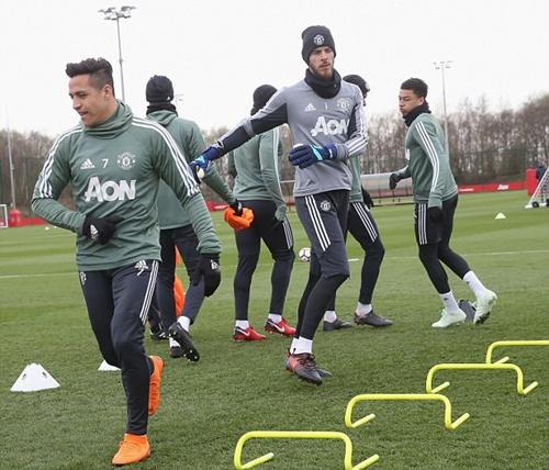Cầu thủ Man Utd tỏ ra thoải mái khi chuẩn bị cho trận đấu với Man City. Ảnh: Man Utd.