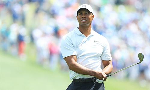 Tiger Woods vượt qua nhát cắt dù chơi tệ ở vòng hai với 75 gậy. Anh xếp T40 trong tổng số 46 người qua nhát cắt.