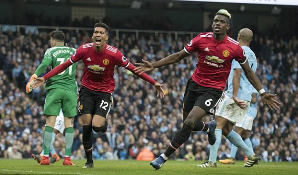 Smalling và Pogba là tác giả những bàn thắng giúp Man Utd lội ngược dòng. Ảnh:DM.