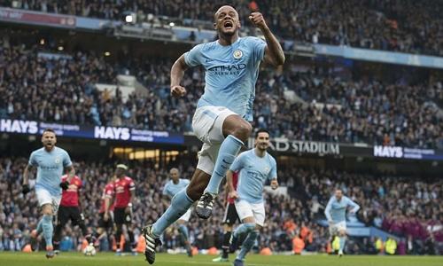 Man City sớm dẫn hai bàn sau nửa giờ thi đấu. Ảnh: Sports Mail.