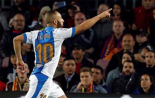 El Zhar khiến CĐV Barca trải qua những giây phút lo lắng.