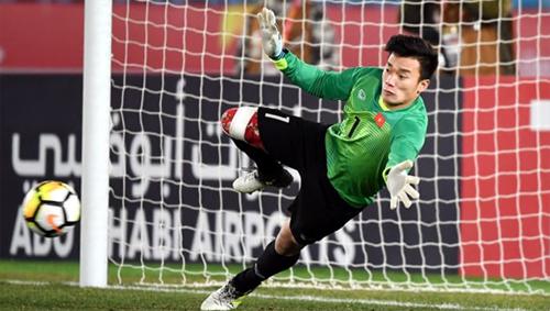 Bùi Tiến Dũng là người hùng của U23 Việt Nam với hàng loạt pha cản phá 11m thành công. Ảnh: AFC