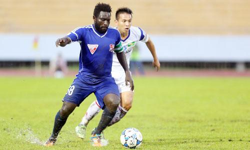 Nguyễn Hằng Tcheuko Minh trong màu áo Đồng Nai thi đấu ở V-League 2015. Ảnh: Đức Đồng.