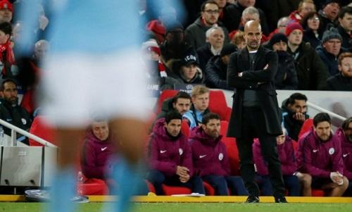 Guardiola bất lực vì đối thủ tận dụng tốt cơ hội, còn Man City sụp đổ nhanh. Ảnh: Reuters.