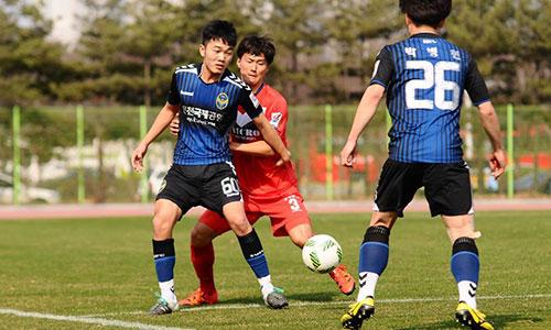 Theo bầu Đức, Xuân Trường dù ít được ra sân ở giải Hàn Quốc nhưng hai năm tập luyện tại đất nước này giúp anh học hỏi được nhiều điều.