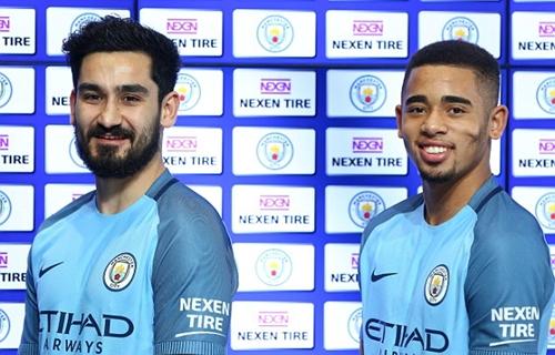 Man City diện áo đấu có sự xuất hiện của nhà tài trợ Nexen. Ảnh: Sports Mail.