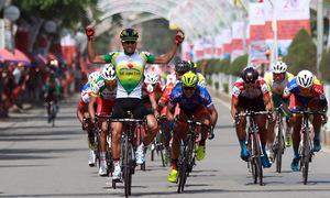 Nguyễn Thành Tâm thắng chặng 12 giải xe đạp xuyên Việt
