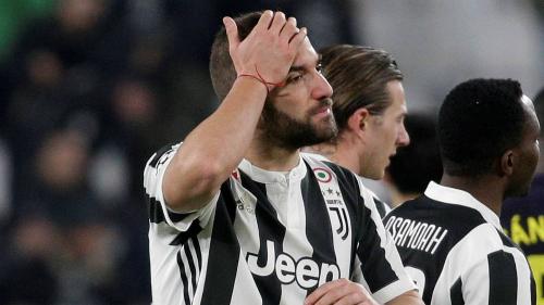 Higuain đối mặt đội bóng cũ trong trận đấu gánh trách nhiệm nặng nề cho Juventus. Ảnh:Reuters.
