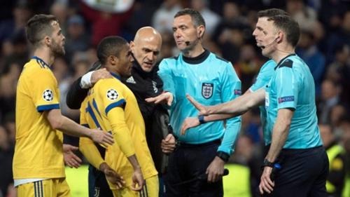 Tổ trọng tài điều khiển trận tứ kết lượt về giữa Real và Juvenuts nhận nhiều chỉ trích. Ảnh: AFP.