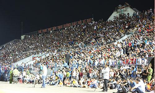 Bình Phước vỡ sân ngày 27/2 khi HAGL về đá giao hữu. Ảnh: Đức Đồng.