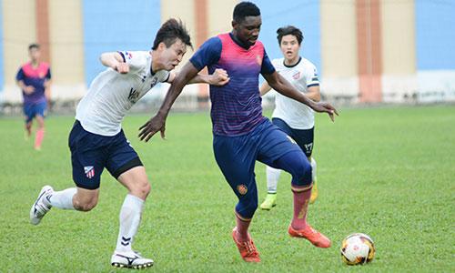 Nsi là công thần của Cần Thơ, ghi 16 bàn ở V-League 2017, giúp đội bóng này trụ hạng. Ảnh: Đ.X.