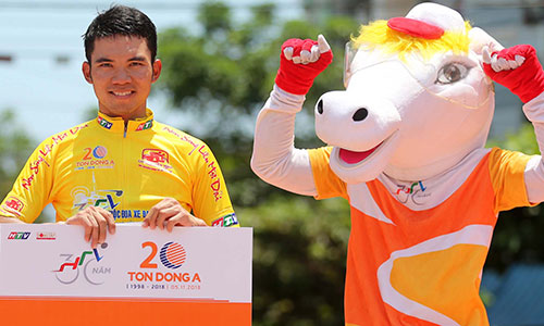 Huỳnh Thanh Tùng giữ Áo Vàng sau 14 chặng đua là một bất ngờ lớn ở cuộc đua năm nay. Ảnh:Văn Thuận.