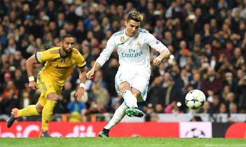 Pha sút phạt đền ghi bàn của Ronaldo. Ảnh: AFP.