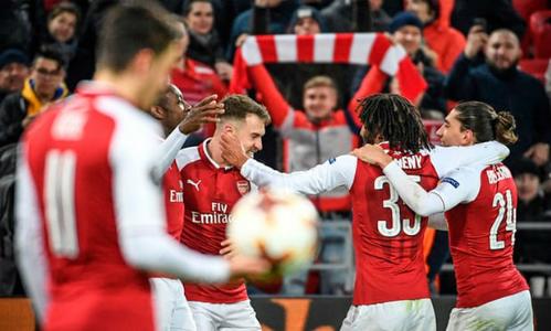 Cầu thủ Arsenal chung vui trong trận lượt về trên sân CSKA Moscow. Ảnh:AFP.