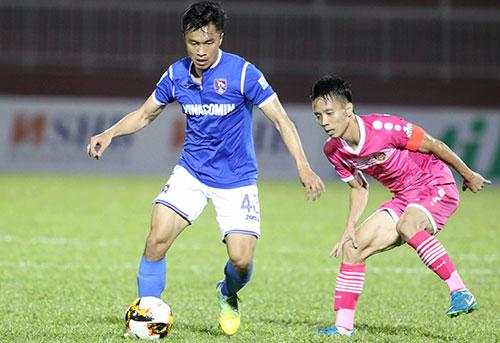 Sài Gòn FC (áo hồng) đánh rơi lợi thế sau khi dẫn bàn sớm. Ảnh: Đức Đồng.