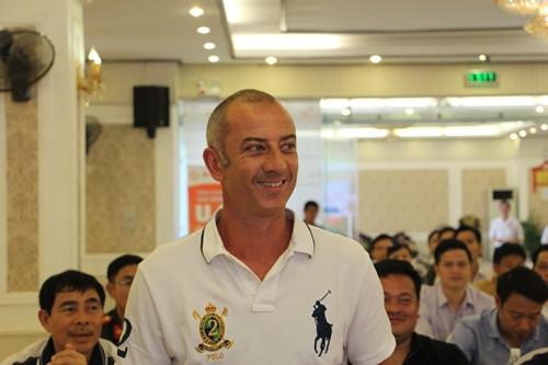 HLV GraeChen trong lần trở lại dẫn dắt U.19 Hoàng Anh Gia Lai.