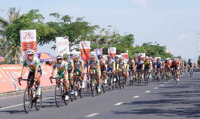 Nguyễn Thành Tâm 'xé' Áo Vàng giải đua xuyên Việt
