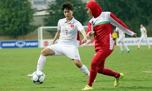 Muốn nuôi giấc mộng World Cup, Tuyết Dung (áo trắng) và các đồng đội phải thắng Hàn Quốc.