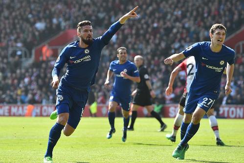 Giroud ghi bàn đầu tiên cho Chelsea tại Ngoại hạng Anh. Ảnh:AFP.