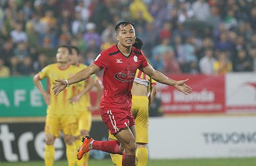 Chiến thắng trên sân Thiên Trường giúp TP HCM leo lên vị trí thứ 4. Ảnh: Lâm Thỏa