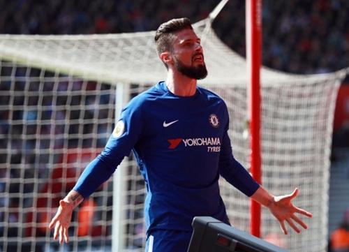 Giroud tỏa sáng giúp Chelsea có ba điểm trước Southampton. Ảnh: Reuters.