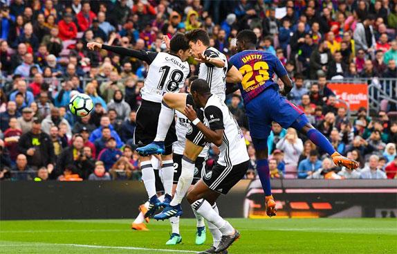 Umtiti nhân đôi cách biệt cho Barca.