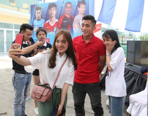 Tiến Dụng, Đức Chinh bay ra Đà Nẵng xem cúp Futsal - 1