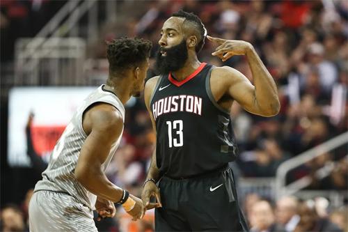James Harden (số 13) ghi 44 điểm, giúp Rockets vượt khó trước Timberwolves. Ảnh: AP.