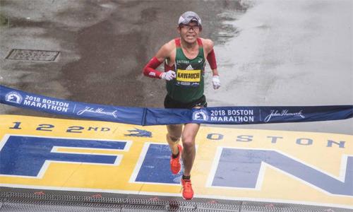 Kawauchi gây bất ngờ khi chiến thắng ở marathon Boston. Ảnh: AFP.