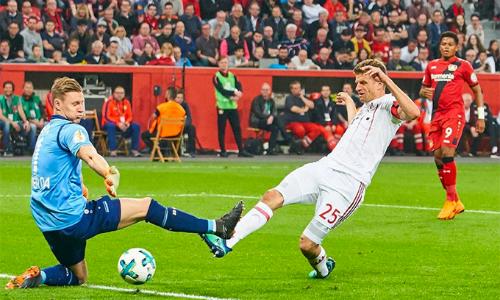 Muller toả sáng với cú hattrick, giúp Bayern thắng đậm. Ảnh: DPA.